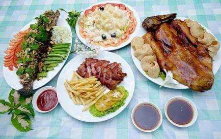 Dao-lom-Deun-house-food